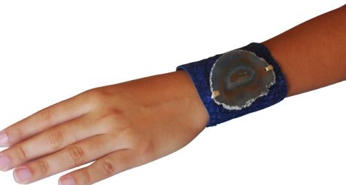 pulseira de couro de tilápia com pedra brasileira